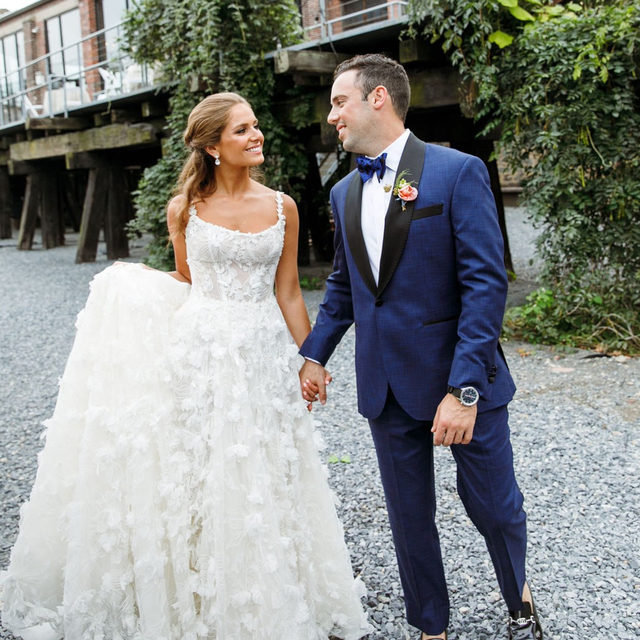 Our #BridalReflectionsBride @jennykadden was featured on @smashingtheglass, the World's biggest Jewish wedding blog. ❤️ Jenny & Zach brought NYC vibes to their Jewish wedding with everything from their choice of venue (@knockdowncenter in Queens!) to their decision to bring in some iconic NYC Eats like @robertaspizza & a @shakeshack food truck! 🍕🍔 Click the link in our bio to read the entire blog post!  ⠀⠀⠀⠀⠀⠀⠀⠀ ・・・ ⠀⠀⠀⠀⠀⠀⠀⠀ 👰🏻 @jennykadden⠀⠀⠀⠀⠀⠀⠀⠀⠀ 🤵🏻 @zkadden⠀⠀⠀⠀⠀⠀⠀⠀⠀ 📷 @torywilliams⠀⠀⠀⠀⠀⠀⠀⠀⠀ 📹 @heylovebrain⠀⠀⠀⠀⠀⠀⠀⠀⠀ 📋 @britaolsencreative⠀⠀⠀⠀⠀⠀⠀⠀⠀ 📍 @knockdowncenter⠀⠀⠀⠀⠀⠀⠀⠀⠀ 👗 @galialahav found and fitted at @BridalReflectionsNY⠀⠀⠀⠀⠀⠀⠀⠀⠀ 👠 @miumiu⠀⠀⠀⠀⠀⠀⠀⠀⠀ 🌸 @peartreeflowers Stylist: @fashion4brides