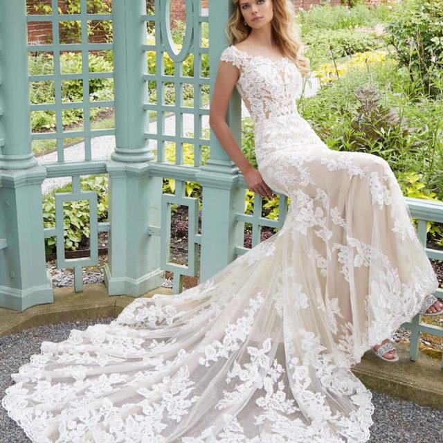 Sitting pretty in Parker 🌿✨ Style 2028 . . . #morilee @madelinegardner #madelinegardner #chic #designerweddingdresses #weddingdesigner #bridal #bridalgown #instawed #weddingseason #realweddings #weddedbliss #weddingshoot #bride2019 #realbride #sayyestothedress #isaidyes #bride2be #pride #love #bridalgowns #bridalgown #modernbride #loveislove #dresscometrue #2020wedding #romantic #brides