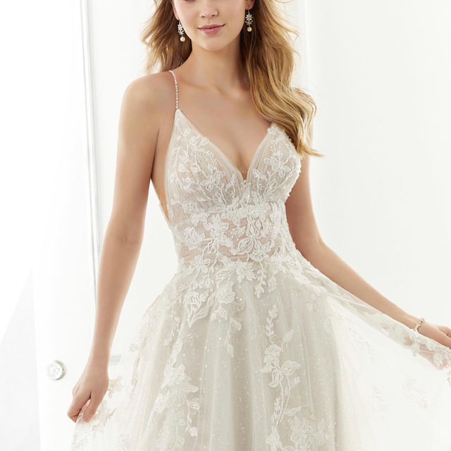 To sparkle or not to #sparkle? 🤔✨ Swipe to see how @madelinegardner is giving you the option for BOTH looks in the same dress! ✨👉 Ariana, Style 2181 ✨ . . . #morilee @madelinegardner #madelinegardner #chic #designerweddingdresses #weddingdesigner #bridal #bridalgown #instawed #weddingseason #realweddings #weddedbliss #weddingshoot #bride2019 #realbride #sayyestothedress #isaidyes #bride2be #pride #love #bridalgowns #bridalgown #modernbride #loveislove #dresscometrue #2020wedding #romantic #brides