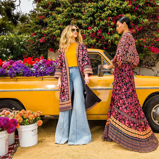 #goals these pieces are in stores next week, the Kimono is reversible, the blouse is a beautiful silk burn out, the jeans are 🔥🔥🔥!! Email personalshopper@aliceandolivia.com