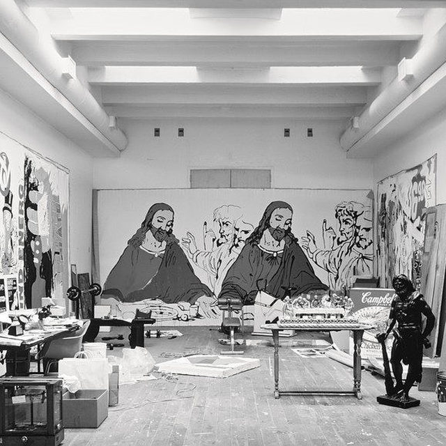 """#GagosianQuarterly: """"Warhol's 'Last Supper' paintings are a confession of the conflict he felt between his faith and his sexuality, and ultimately a plea for salvation."""" —Jessica Beck  In 1984, the art dealer Alexander Iolas commissioned Warhol to create a series of paintings and prints based on Leonardo da Vinci's iconic """"Last Supper."""" Warhol spent two years, most of 1985 and 1986, producing additional renditions of """"The Last Supper."""" The commission, the last of the artist's career, became a near obsession for him.   Head to """"Gagosian Quarterly"""" via the link in our bio to read more about the works in a text by Jessica Beck, curator at the Andy Warhol Museum. __________ #AndyWarhol #Gagosian Andy Warhol's studio in New York City with one of his """"Last Supper"""" paintings in the background, 1987. Photo: Evelyn Hofer/Getty Images"""