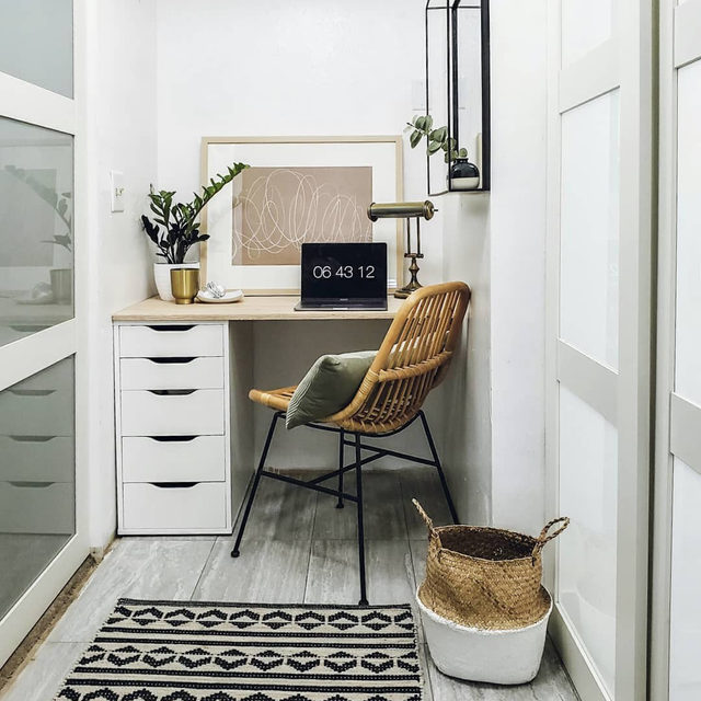If you haven't already, now's a good a time as any to turn that little corner into a functional workspace. (📷 submitted by @houseof.lais)