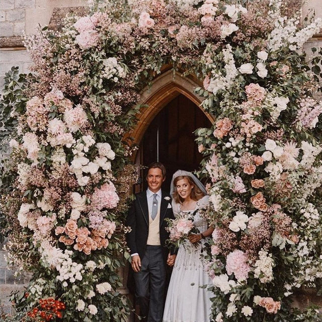 On Friday, Princess Beatrice has married Edoardo Mapelli Mozzi in an intimate ceremony at the Royal Chapel of All Saints at Royal Lodge in Windsor wearing a vintage wedding dress by Norman Hartnell borrowed from the Queen. Discover more about the royal wedding and see five #PrincessBeatrice inspired wedding dresses at the link in bio.