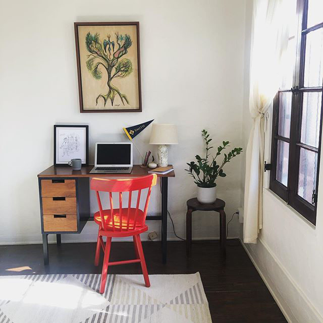 Some WFH workspace inspo from our very own Senior Director of Content, @tinylion 😍