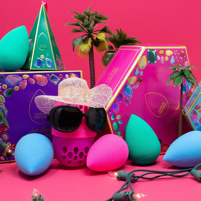 X-mas in July, ever heard of it?!? Tap link in bio to shop our oldie but GOODIE, holiday kits for 50% off! Now thru 7/25 exclusively on beautyblender.com 🎁😘