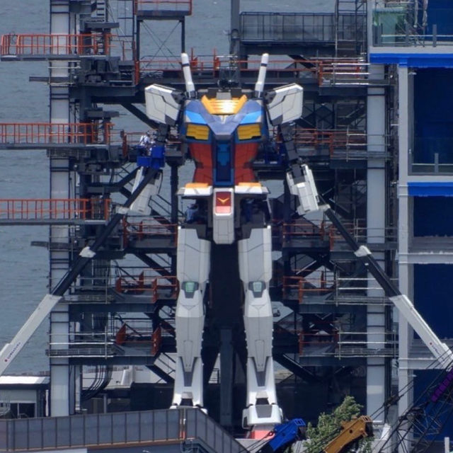 The world's tallest robot is set to premiere in a few months, and even COVID-19 can't stop it. Coming in at about 60 feet tall, the Gundam will be impossible to miss from the Port of Yokohama, just south of Tokyo, where it will call home for a full year. 🔗 Tap the link in our bio to learn more. 📸:@moverstreet007
