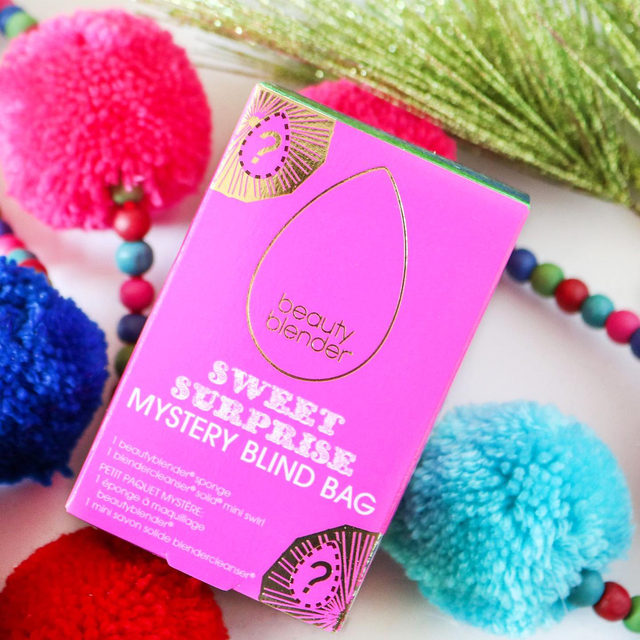 SURPRISE! 🍭This kit & a bunch more are currently 50% off on beautyblender.com & goin' fast! Link in bio, link in bio, link in bio!  . . SWEET SURPRISE : A beautyblender BLIND BAG! Open this kit to discover a which limited edition or cult favorite bb color is waiting for you + a limited edition swirl mini blendercleanser!