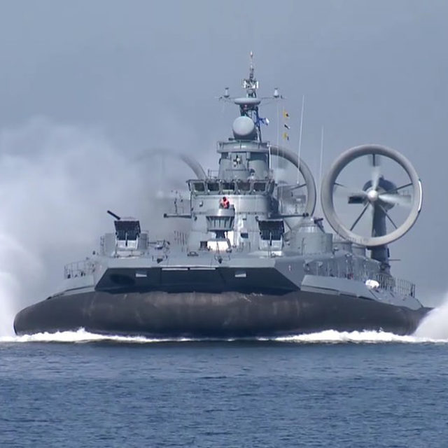 This Russian hovercraft comes loaded with Gatling guns. And it's likely the only armed class of hovercraft in the world. 🔗Link in bio to learn more. 📸:YouTube/Russian Ministry of Defense