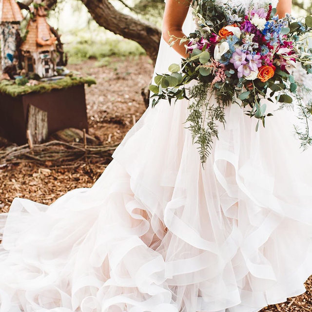 The perfect combination of dreamy ruffles and whimsical #florals! 🌸🌿✨ Marcia, Style 8116 ✨ . . . 📸 @theolivebranchandcompany @rebeccasweddings  @madelinegardner #madelinegardner #morileebride #designerweddingdresses #weddingdesigner #bridal #bridalgown #instawed #weddingseason #realweddings #weddedbliss #weddingshoot #bride2019 #realbride #sayyestothedress #isaidyes #bride2be #pride #love #bridalgowns #bridalgown #modernbride #classicbride #dresscometrue #2020wedding #romantic #brides