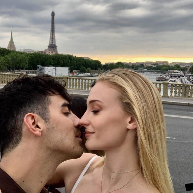 Sophie Turner and Joe Jonas are parents! 👶 Head to the #linkinbio for all the details —including the little Princess of the North's name! 👑💕 // #regram: @joejonas