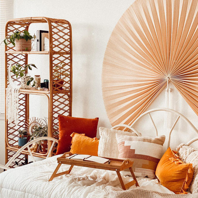 Warm tones and rattan, wicker, or bamboo pieces are the perfect combo for boho vibes ✨ (📷 submitted by @tinadoodles)