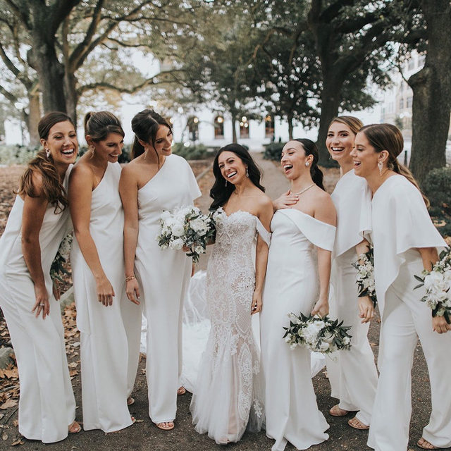 Yes, today is officially #InternationalFriendshipDay, but isn't that every day when you have a tight knit crew of super bridesmaids?! 👯 If you agree, head to the #linkinbio for 7 ways to show love to your bridal party (and to see this fashion-forward #BridesRealWeddings, too)! // 📸: @loveisradco 📋: @elysejenningsweddings 💐: @bellabloomsfloral
