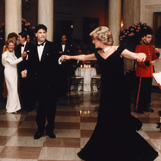 It was the 1985 when #PrincessDiana wore this evening dress designed by Victor Edelstein while dancing with John Travolta during her visit to America at the White House in Washington, DC. Discover where the iconic dress is now on display and read the text by @LauraTortora_vogueit at the link in bio.