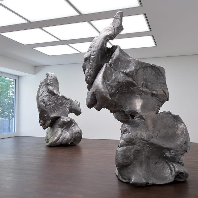 """#CrushedCastConstructed: """"Crushed, Cast, Constructed: Sculpture by John Chamberlain, Urs Fischer, and Charles Ray"""" closed today at Gagosian, Grosvenor Hill, London. The exhibition explored three divergent approaches to sculptural process, orchestrating a rich conversation around material and method.   Urs Fischer's large sculptures were made by modeling fist-sized lumps of clay into amorphous solids, digitally scanning them in order to produce molds at approximately fifty times their original size, and casting the results in aluminum. Charles Ray took apart a rusting 1938 farming vehicle, cast each of its original components by hand in aluminum, and reassembled the machine in its newly pristine entirety. In contrast, John Chamberlain used galvanized steel boxes to create """"crushed"""" sculptures, which juxtaposes pliant curves and sharp angles in an interplay of shadow, contour, and space. Follow the link in our bio to read more on """"Gagosian Quarterly."""" _________ #Gagosian #GagosianQuarterly Installation views, """""""