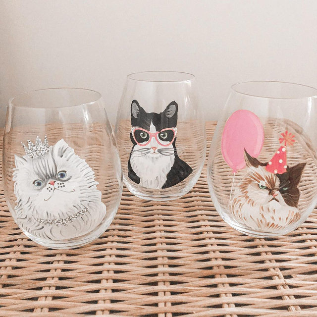 Raise a glass for these #PoshHome goods. Purrfect for when you need to wine down. Tap our link in bio to add these to your collection! (📸: @britt4posh)