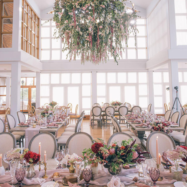Jaw-dropping goodness from @coledrakeevents and @meredithlawdesign 🌸🌿✨ With our #auroralinen Table Runner in Mauve and #velvetlinen Napkins in Blush 📷 @clanegessel  #latavolalinen #transformyourtable #velvetnapkins #floralchandelier #hangingflorals #thinkpink #prettyinpink #mauve #mauveandpink #weddingcolors #californiawedding #tablerunner #santarosa #chalkhillwedding