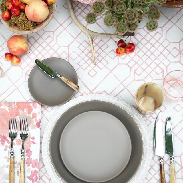 #patternplay perfection 💕🌸🍒🍑 We love a good pattern mix! With our #charleslinen in Pink and #olivialinen napkins in Blush from @magnoliaranch 📷 @sarahaverill_photography for @rockymtnbride  #latavolalinen #transformyourtable #pink #prettyinpink #thinkpink #fruitonthetable #rockymountainbride #wyomingwedding #wyomingbride #weddingstyle #weddinginspiration #tablesetting #tablescape #weddingtablesetting #table #weddingtable #jacksonhole