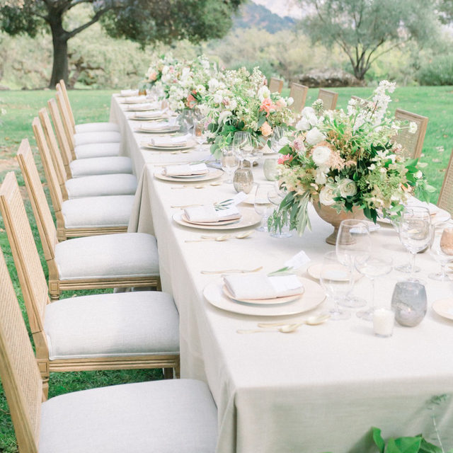 Perfect for an intimate wedding ✨ Gorgeous #tablescape from @tylerspeier with our #beckettlinen in Sand and #lakecomolinen Napkins in Stone White 🤍 Photography @jessfairchild @jameswitty  #latavolalinen #transformyourtable #microwedding #gettingmarried #smallweddingideas #smallwedding #intimatewedding #napa #napavalley #napawedding #destinationwedding #ivory #outdoorwedding