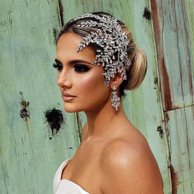 Bold and beautiful bridal glam! 🥰 #TBT to this photoshoot with @bridalstylesboutique last week! We have a #BridalStylesBoutique trunk show coming up at our Fifth Avenue salon in September! For the full list of our September trunk shows, click the link in our bio ❤️   Headpiece and jewelry by @bridalstylesboutique Gown @leahdagloria @bridalreflectionsny Hair @beautybyvanessaa_ @royalbrides_bysenadak Makeup @chriscianciartistry @dameliocosmetics Photos @andreasandnico Model @mel.vuce