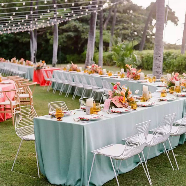 Bright and happy #colorfulwedding from @moanabelleevents and @oftheflowers with our #tuscanylinen in Aqua and Camelia 🌺💠💕 Photography @rebeccayale featured on @brides  #latavolalinen #transformyourtable #linen #naturallinen #linenlife #linentablecloth #brightcolors #livecolorfully #hawaii #destinationwedding #hawaiiwedding