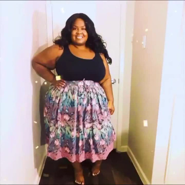 WORK, @thedivaofcurvestx! She's showing us how it's done when it comes to showing off your new inventory. 🙌  Tap our link in bio to check out her closet.