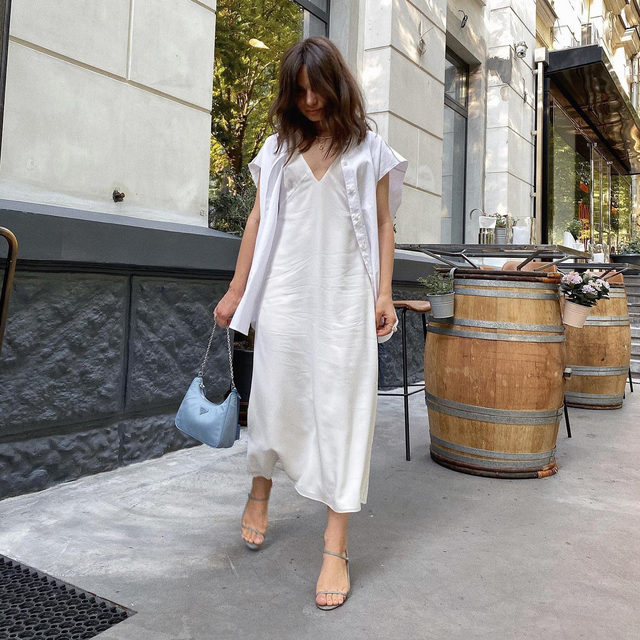 Spotted: @annaalysa's relaxed elegance. We love seeing your style, share yours by tagging @raeyofficial and #Raey.