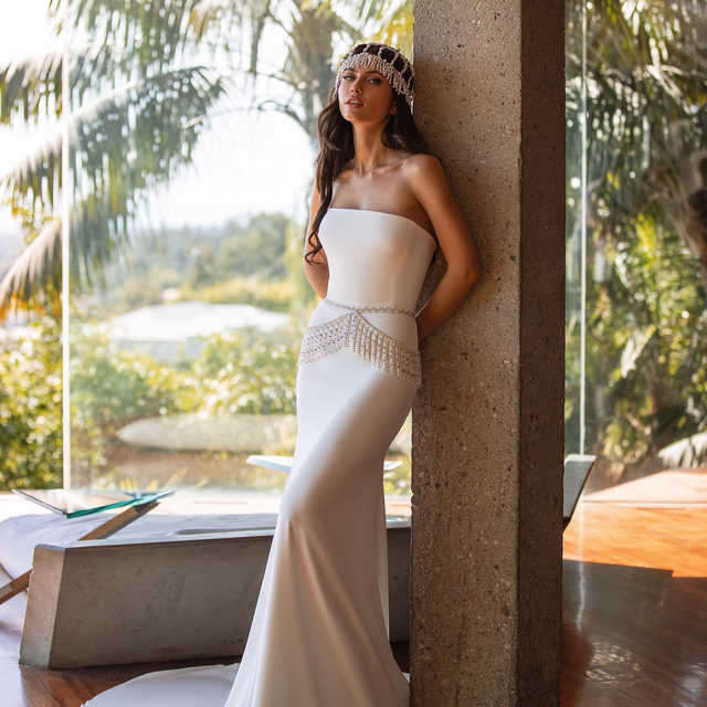 Create your own unique look with this sleek crepe gown that you can personalize with waist accents, headpieces, a little beaded bolero or a strong statement necklace. Meet Williams from the New Hollywood Glamour Collection. #Pronovias