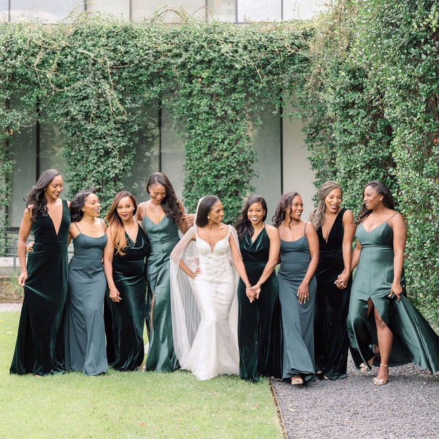 Best friends come and go, but your bridesmaids are forever. 💖 Head to the #linkinbio for a Houston wedding where the fashion is just as pretty as the decor! #BridesRealWeddings // 📸: @stephania_photo 📋: @d.concierge 💐: @glorisosa_events_decor 👰🏾: @shessooverdressed