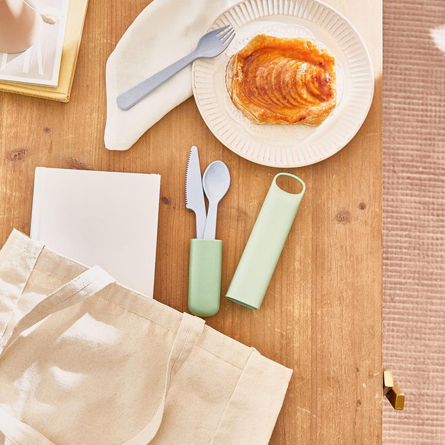 Make your mother proud! 🌎 The @be_hipbottle Cutlery Set is perfect for those who want to swap single-use plastic for a more sustainable option. The set comes with a reusable spoon, fork, and knife all conveniently stored in a traveling case!   Get items like this when you become a member with the link in our bio.