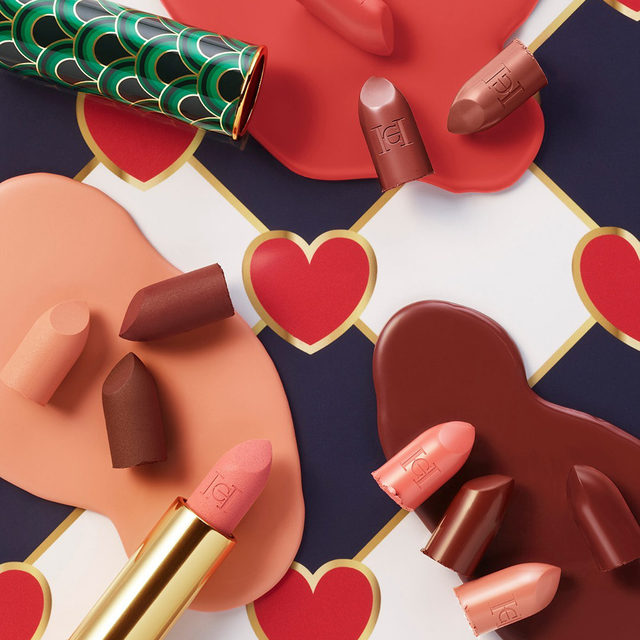 Attention: #HerreraBeauty may cause hearts to melt. Find your lipstick du jour crush with our palette of browns nudes and pinks and cap it off with the Green Waves print. Buy online at carolinaherrera.com for Spain and UK.