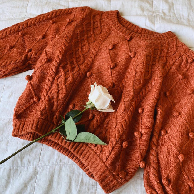 The Florentina Sweater was made with coziness in mind. Tag the person you want to curl up with this weekend below. 💛