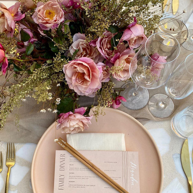 Hello lovely! 💕💕💕Swoon-worthy #tabletop with our #auroralinen Table Runner in Sand and #tuscanylinen napkins in Eggshell from @alison_events and @studiomondine 📷 @normanandblake  #latavolalinen #transformyourtable #thinkpink #prettyinpink #bohostyle #bohobride #modernboho #tablerunner #softcolors #weddinginspo #weddingdecor #utah #utahwedding #amangiri #canyonpoint #colorstory #bettertogetherbbjlt #bbjlt