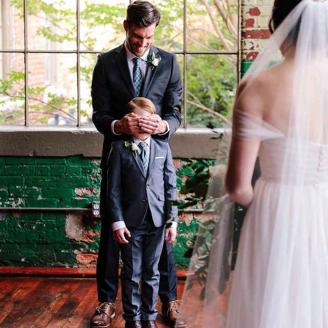 Sorry to make you cry on a Saturday, but this first look between the bride and her stepson is everything. 😭❤️ Head to the #linkinbio for our favorite blended family wedding ideas! // 📸: @ashahphotography