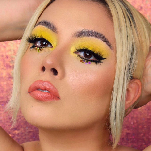 ❗3 DAYS LEFT TO ENTER❗  We are loving sandyhirales's dualipa / Pop-inspired #beautyscaperemixcontest entry!💛  If you haven't heard, we are remixing Beautyscape this year with umgbgram! 🎶⚡🎧💄3 finalists will be chosen to: 🎤Win a $10,000 cash prize 🎤Contribute to el.f.'s next big beauty collection with music artists from umgbgram (WE WILL BE ANNOUNCING THE ARTISTS SOON-STAY TUNED) 🎤See your collection sold at a top e.l.f. retailer next summer 🎤Give girlsinc alumni the chance to create alongside you and the Universal Music Group and Brands artists!  HOW TO ENTER: Step 1: Create a full-face look inspired by your favorite music genre, whether it's the upbeat electric pulse of Pop or the smooth sounds of R&B. Whatever your beat- anything goes! Step 2: Post your look to your Instagram feed Step 3: Tag and follow elfcosmetics and use the hashtag #BeautyscapeRemixContest  UNLIMITED ENTRIES WELCOME by 9/18! #eyeslipsface #elfingamazing #elfcosmetics #crueltyfree #vegan
