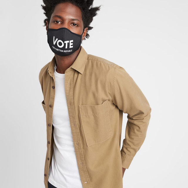 In collaboration with @RocktheVote, we've designed non-medical masks to motivate our community to get out and vote.  For every VOTE mask purchased through November 3rd, Banana Republic will donate $5 to Rock the Vote.  Banana Republic guarantees a minimum donation of $10,000 and a maximum donation of $25,000.  Head to the link in bio to learn more. #VotingIsYourVoice
