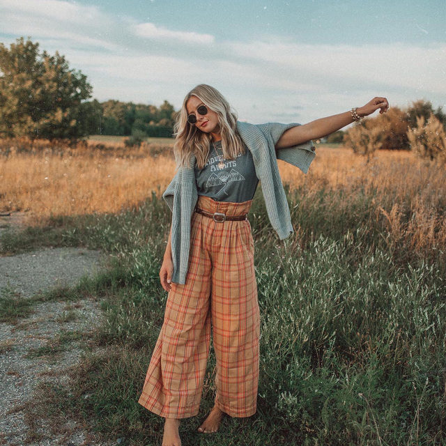 Plaid and simple: we need these wide-leg trousers immediately 😍 Photo by @lisamarieprang (link in profile to shop)