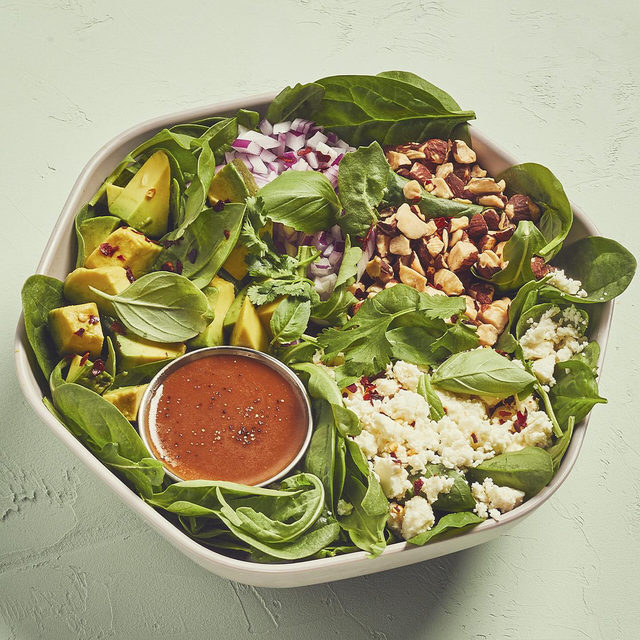 ⬆️ Chef @missyarobbins sg custom is here. This James Beard award winner – and chef + owner of Brooklyn's @lilianewyork and @misinewyork –is known for keeping it simple. Think double herbs — plus nutty, crunchy almonds + creamy feta. Try her cheffy, veggie-friendly bowl, only on the sg app + online.