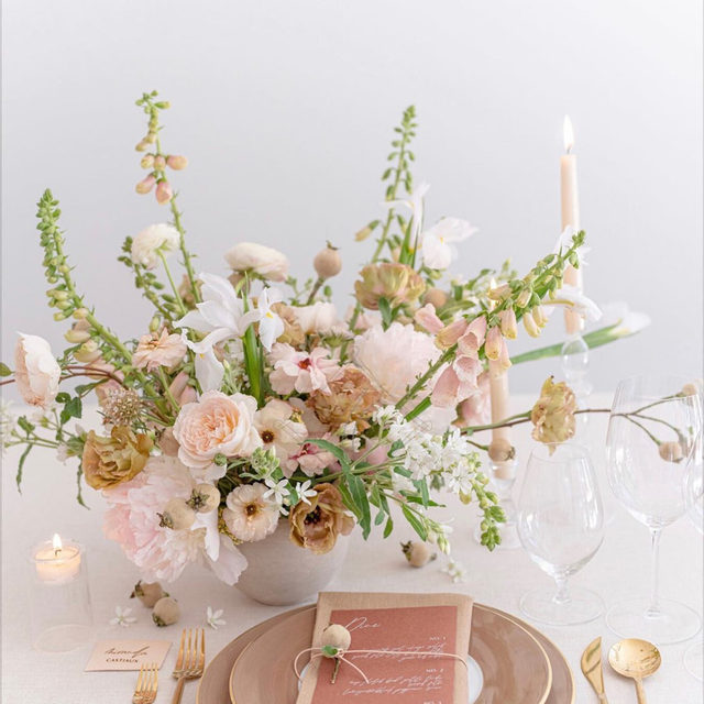 More loveliness from @bustleevents and @bloomfloralfoliage 💕💕💕 This soft, neutral color palette is absolute perfection! With our #lukelinen in Chalk and #tuscanylinen napkins in Barley 📷 @amandacrean   #latavolalinen #transformyourtable #bettertogetherbbjlt #bbjlt #napawedding #tablescapes #tabledesign #weddingcolorpalette #neutralwedding #weddingfloral #softcolors #neutralcolors #napa #napavalley #destinationwedding