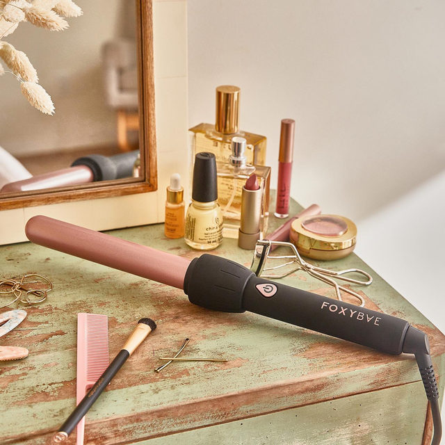 This is the closest you'll get to a magic wand ✨ Give your hair the royal treatment with @foxybaehair 25mm Black Curling Wand with Rose Gold Colored Barrel. The tourmaline-infused ceramic boosts shine, reduces frizz and creates voluminous and long-lasting curls.  Get items like this when you become a member! Head to the link in our bio to join today.