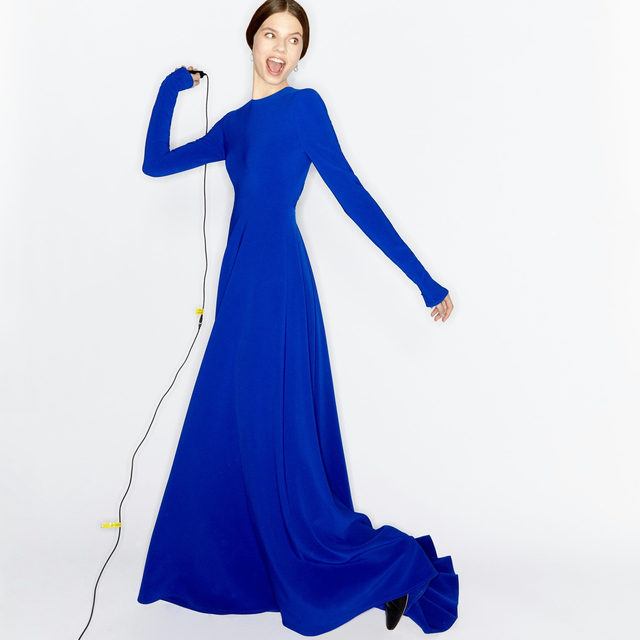 Ready, set, pose! Show your true colors in this nautilus blue gown from the Fall 2020 collection by Creative Director @wesgordon. Photographer: @gorkapostigo Production: @perfecto_madrid  #CarolinaHerrera