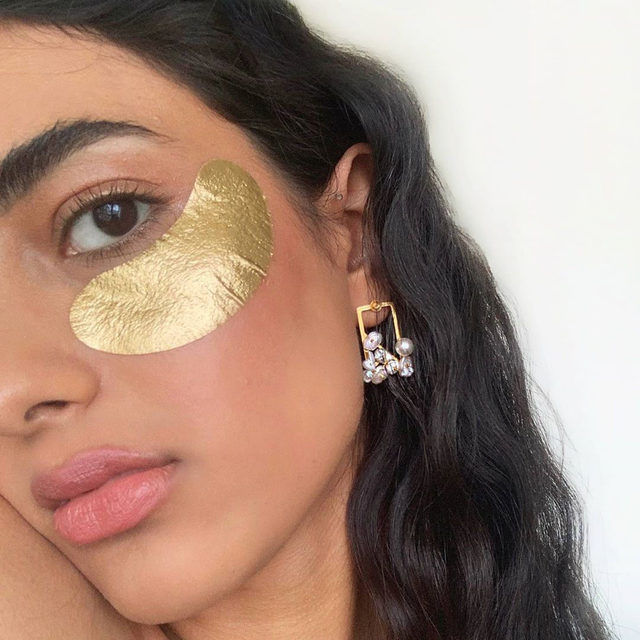 mornings are just better with @wander_beauty 💫✨💛 @seeratsaini_ uses their Baggage Claim Upgrade Masks to help reduce puffiness, dark circles + fine lines - now available in a deluxe pack! shop with link in bio