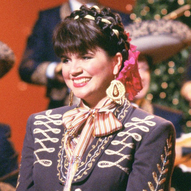 A new documentary follows Linda Ronstadt as she explores her deep connections to Mexican folk culture alongside the performing arts group Los Cenzontles. Learn more at the link in our bio.  📷 by Steffin Butler/NBCU Photo Bank  #LindaRonstadt #LosCenzontles #documentary