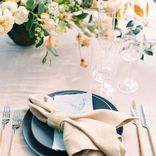 Effortless beauty from @reaganevents and @onalimbflorals with our #velvetlinen in Beige and #tuscanylinen napkins in Barley 👡🍂🌼 Bring on those fall colors! (PS how is it almost October??) 📷 @sansaaraphotography  #latavolalinen #transformyourtable #bettertogetherbbjlt #bbjlt #velvet #linennapkin #neutralcolors #fallcolors #taupe #fallwedding #tabletop #kiawahriver#kiawah #charlestonsc #southcarolina #southcarolinawedding
