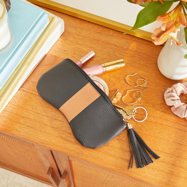 Carry your essentials in style with the @zigimarais Pouch with Stripe! This fashionable pouch features a tassel zipper and easily holds your glasses, keys, or cash. Get items like this when become a member! Link in bio.