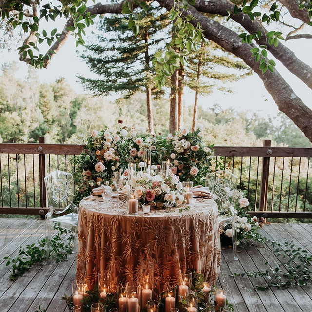 Getting ALL THE FEELS from this romantic Big Sur elopement by @karsonbutler and @noonansdesigns 🌲✨🕯️ Pretty magical #tablefortwo with our #mariahlinen in Rose Gold! 📷 @thedelauras   #latavolalinen #transformyourtable #bettertogetherbbjtl #bbjlt #bigsur #elopement #bigsurelopement #redwoods #redwoodforest #california #californiacoast #californiawedding #sequins #ghostchairs