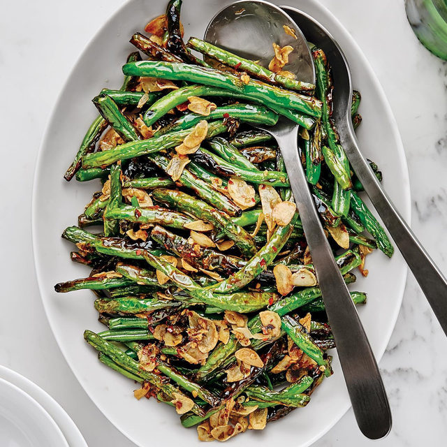 Inspired by salty-crunchy Sichuan dry-fried string beans, these green beans char and shrivel up before getting hit with garlic, red pepper flakes, and chopped capers. Patience is essential here as you really want color on these beans, so watch a few Tik Toks while you wait for them to char to perfection. Click the link in our bio for @moroccochris' recipe. 📷: @laurashoots 🍴: @susietheodorou