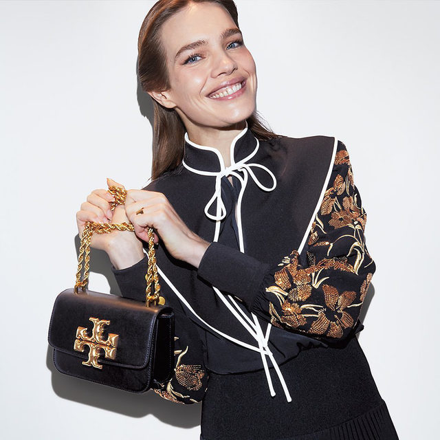 Introducing Eleanor: our new shoulder bag from the Fall/Winter 2020 runway @natasupernova #ToryBurchFW20 #ToryBurchBags #ToryBurch