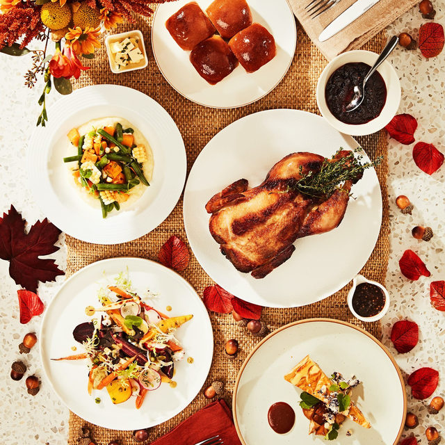 HOLTS CAFÉ THANKSGIVING MEAL KITS 🍂 Oct 9 to 12! Enjoy a stress-free holiday thanks to Holts Café's gourmet Thanksgiving Meal Kits, available in Toronto, Vancouver, and Montreal. Click the link in bio to view menus and pre-order today!