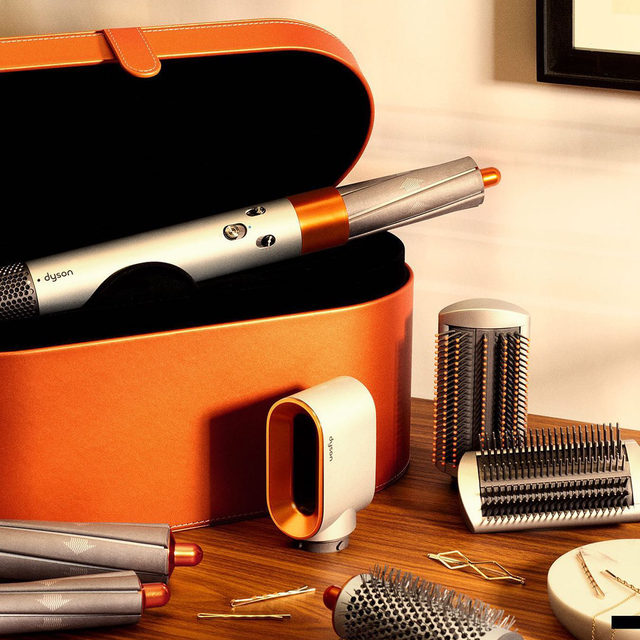 The @dysonhair Airwrap Styler just got a limited-edition copper and silver color, and it is looking foinnneeee 😍 The new color is a sleek update to the multiuse styler that curls, waves, straightens, and dries without heat damage. In. Love 🧡🧡