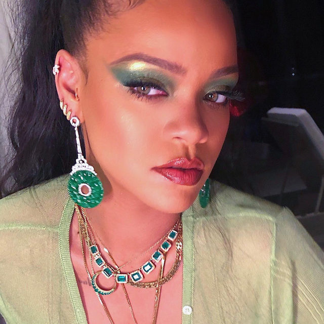 Who else never knew they needed a green eyeshadow palette until they saw this look? 😍@badgalriri is bringing us cash goals in the new @fentybeauty Snap Shadows 10 in Money—the perfect mix of shimmers and mattes to give your eyes a vibrant pop. Only at Sephora.